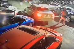 Đột nhập showroom trộm 3 xe sang, phá hủy nhiều xe khác