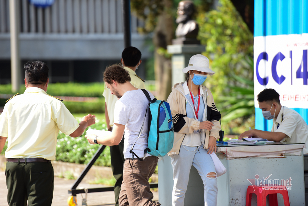 14.000 sinh viên y khoa trở lại trường giữa mùa dịch