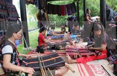 Ta Oi women keep traditional brocade weaving alive