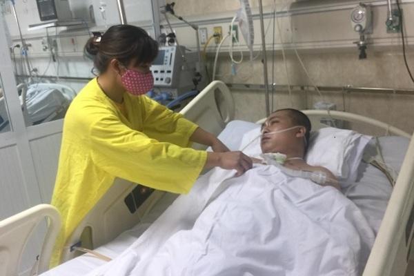 Chồng tai nạn nghiêm trọng, vợ òa khóc sợ con thơ sớm cảnh mồ côi