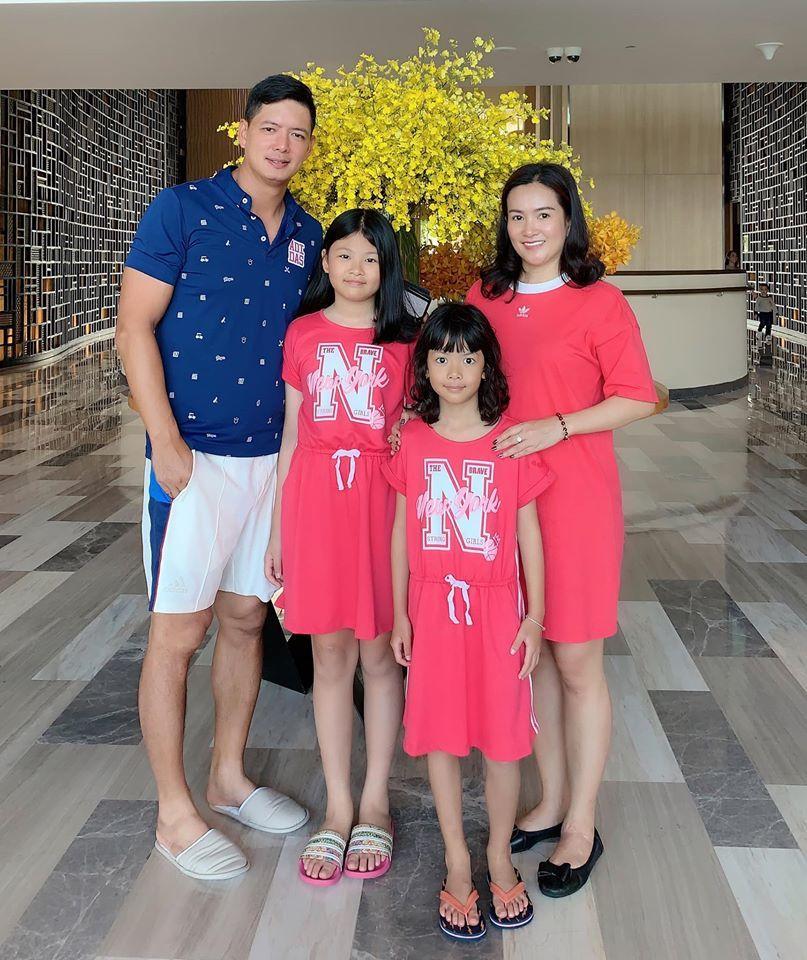 Con gái siêu mẫu Bình Minh chân dài, xinh như 'hoa hậu tương lai'