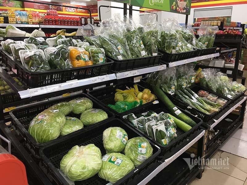 Rau quả, thực phẩm chất như núi, siêu thị vắng khách mua