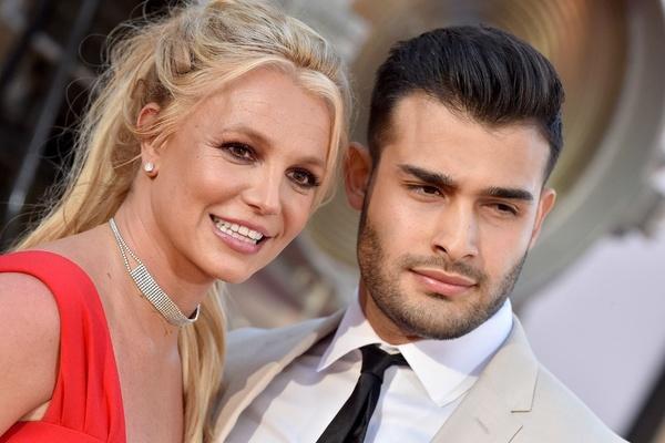 Britney Spears - công chúa mải mê yêu đương và ly hôn sau 55 tiếng