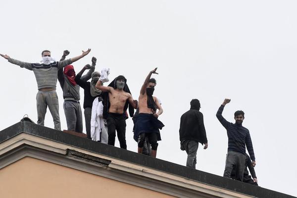 Bạo loạn tại nhiều nhà tù Italia do lệnh liên quan Covid-19