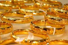 Giá vàng hôm nay 12/3, tiền tệ mất giá, vàng biến động mạnh