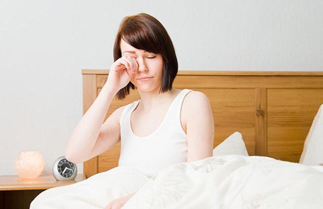 4 biểu hiện sau khi thức dậy khuyên bạn nên đi khám gan