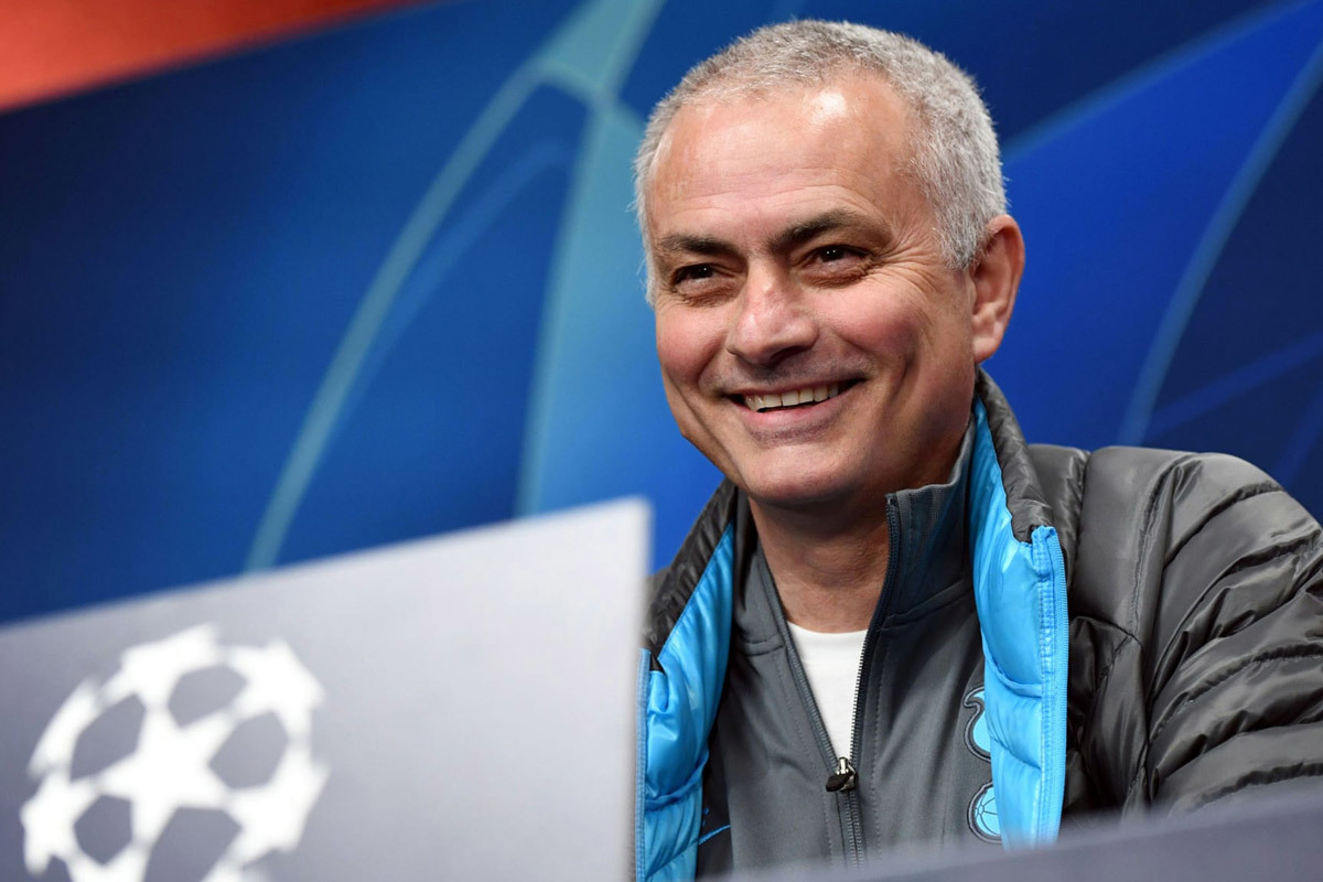 Mourinho túng quẫn: Hãy đặc biệt thêm một lần nữa