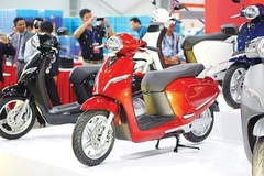 Domestic two-wheeler makers taking on industry behemoths