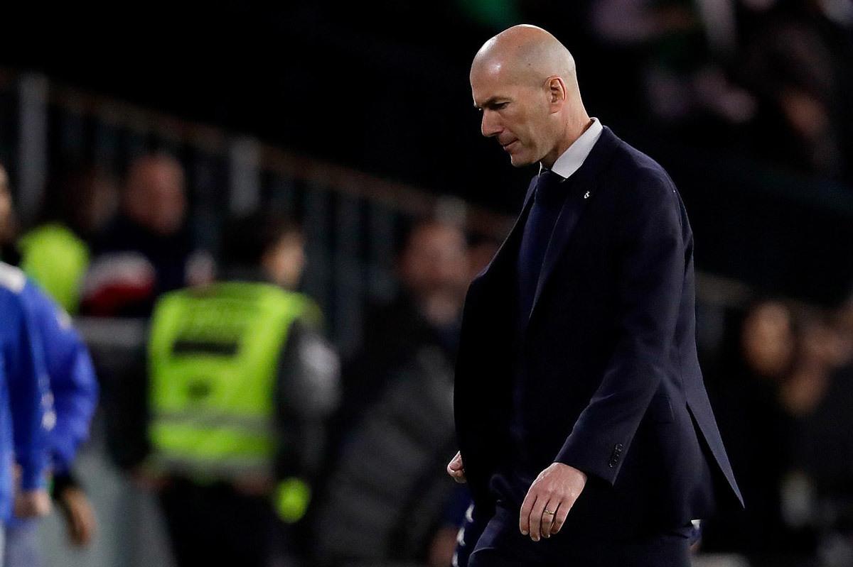Real xem xét sa thải Zidane nếu thua Man City
