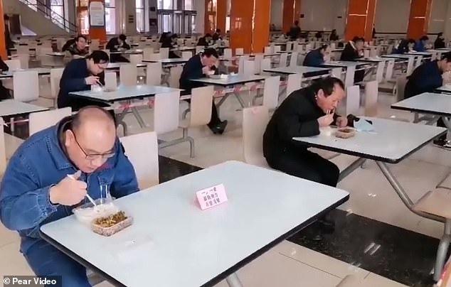 Nhà hàng tung những chiêu độc lạ chống Covid-19