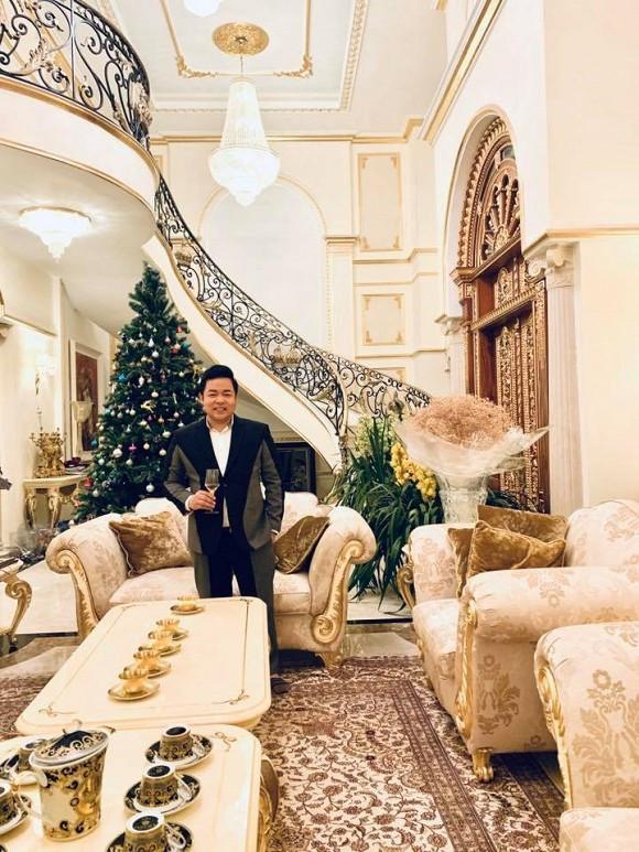 Cận cảnh biệt thự triệu đô, dát vàng 24k của những ca sĩ Việt
