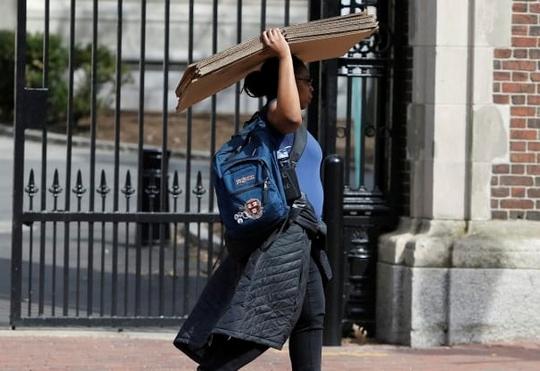 55 đại học Mỹ huỷ lớp học trực tiếp, ĐH Harvard yêu cầu sinh viên dọn khỏi ký túc xá