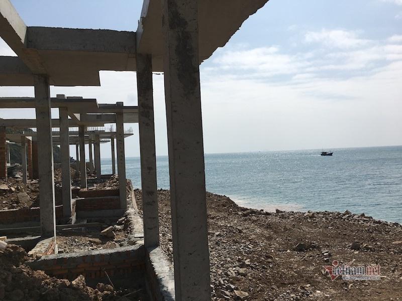 Lộ công trình không phép lấp đất đá lấn biển