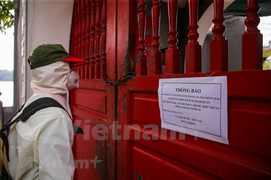 Hanoi close tourist sites for disinfection
