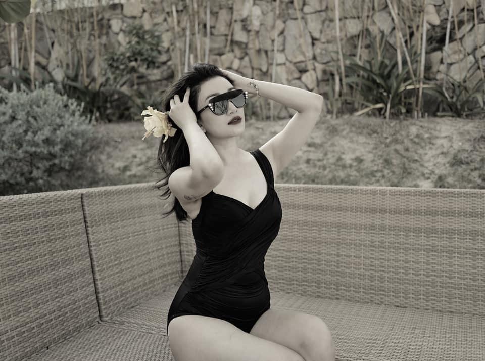 'Họa mi' Phạm Thu Hà lần đầu khoe ảnh gợi cảm với bikini