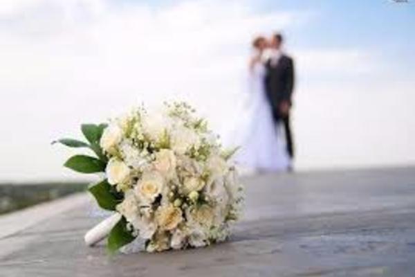 Bạn gái khinh thường tôi dân quê, nhưng sau khi gặp bố mẹ thì lại thúc giục cưới
