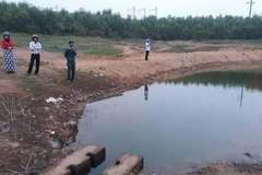 2 trẻ tiểu học chết đuối ở hồ nước gần nhà