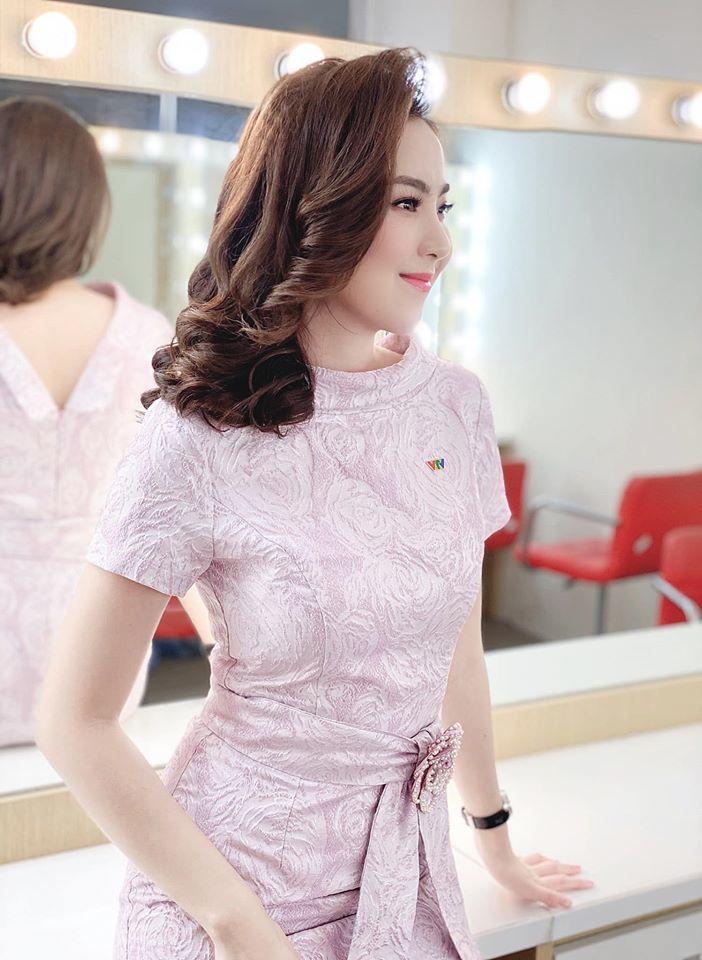 BTV Thời sự Mai Ngọc: Mặt xinh như búp bê, mặc đẹp