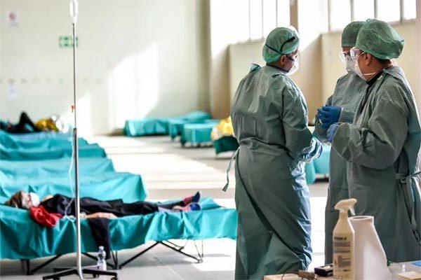 WHO công bố đại dịch, các nước vật lộn kiểm soát Covid-19