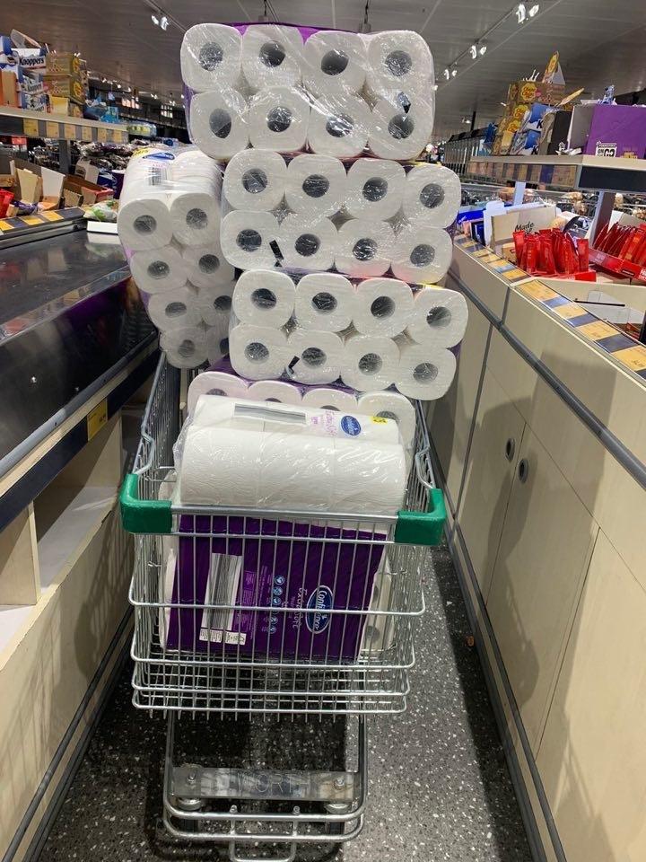 Dịch Covid-19 ở Úc và việc mỗi người chỉ được mua hai lốc giấy vệ sinh