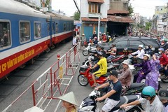 PM approves plan to close illegal level crossings
