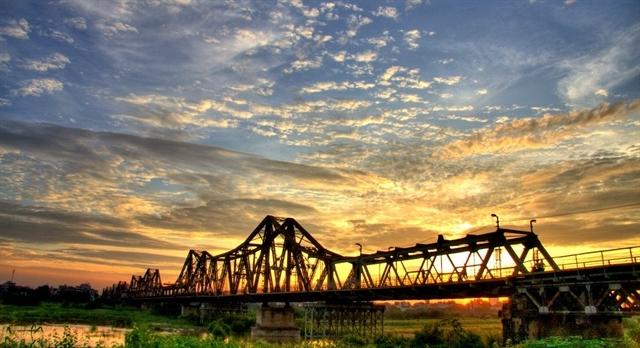 hanoi tour,city tour,hoe nhai,long bien bridge,hanoi travel,hanoi tourism
