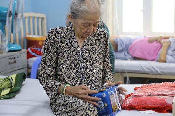 NutiFood tặng quà 2000 bệnh nhân cao tuổi trong mùa dịch Covid-19