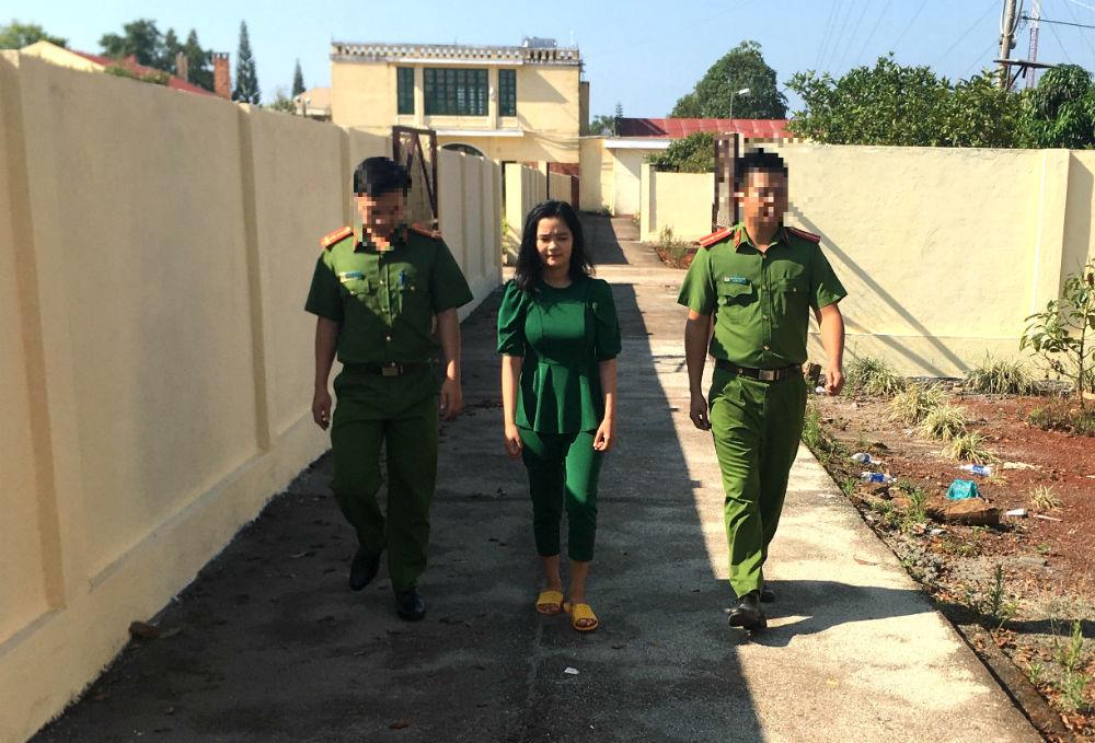 Cô gái ở Đắk Nông lừa bán khẩu trang giá rẻ qua mạng