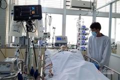 Mẹ viêm cơ tim cấp phải nằm viện, con thơ nhung nhớ khóc đến lả người