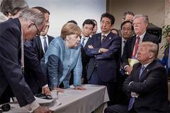 Donald Trump ra đòn không báo trước, 1 đêm 'đỏ lửa' toàn cầu