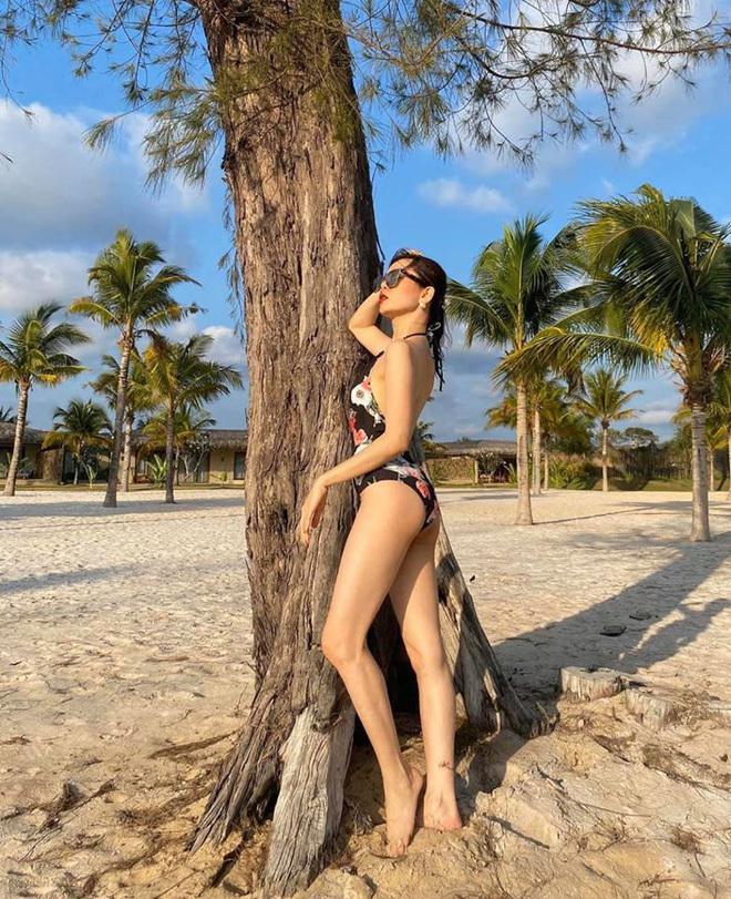 Lệ Quyên mặc bikini khoe dáng gợi cảm ở tuổi U40
