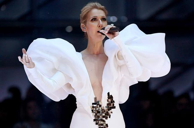 Âm tính với xét nghiệm virus, Celine Dion vẫn hoãn tour diễn Bắc Mỹ