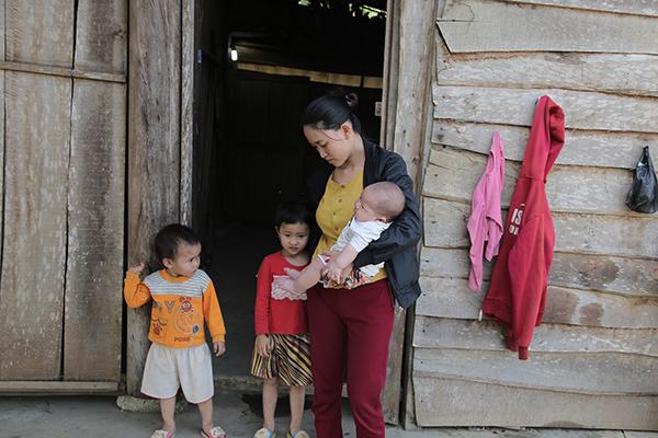 VietNamNet trao 167 triệu đồng cho anh Nguyễn Văn Hợp bị suy thận nặng