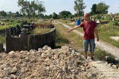 Bốc mộ cho người thân đã mất 39 năm, người đàn ông phát hiện điều khủng khiếp