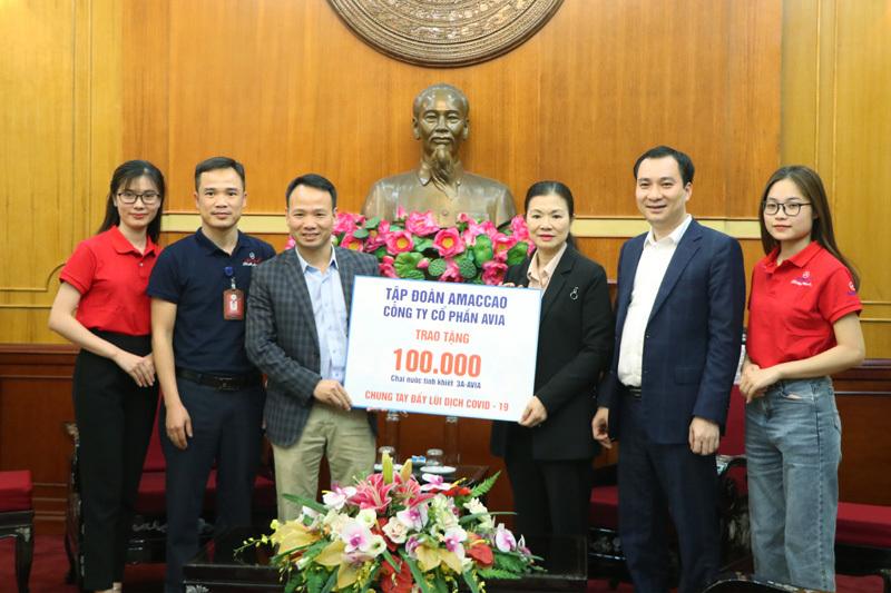 AMACCAO tặng 100.000 chai nước trị giá 400 triệu chống dịch Covid-19