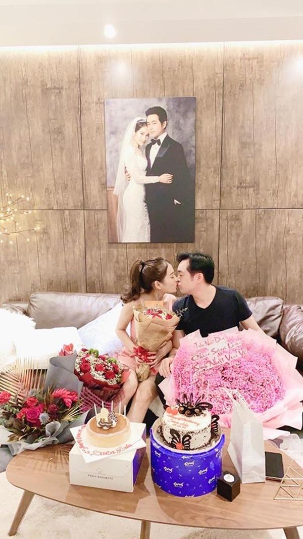 Dương Khắc Linh hôn, tặng nhẫn kim cương cho vợ kém 13 tuổi