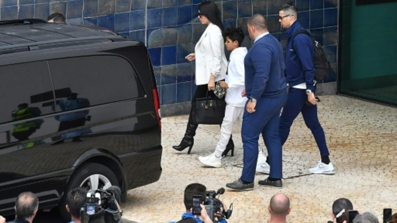 Ronaldo kêu gọi mọi người cẩn trọng, đoàn kết chống dịch Covid-19
