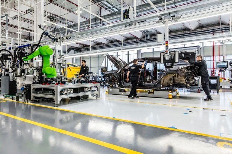 """Lamborghini đóng cửa nhà máy sau khi Ý """"thất thủ"""" trước Covid-19"""