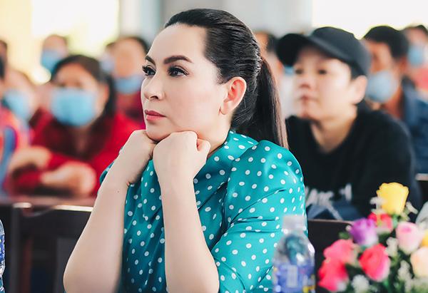 Phi Nhung bỏ 200 triệu ủng hộ người dân miền Tây
