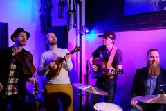 Nhóm nhạc Mỹ hát 'Ghen Cô Vy' cực đáng yêu, lạ tai