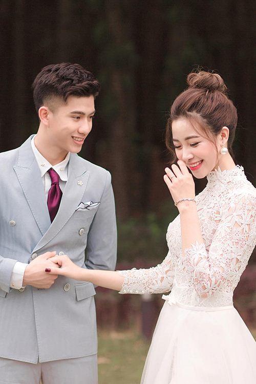 'Xé lưới' Bình Dương, Phan Văn Đức tặng quà đặc biệt cho vợ xinh