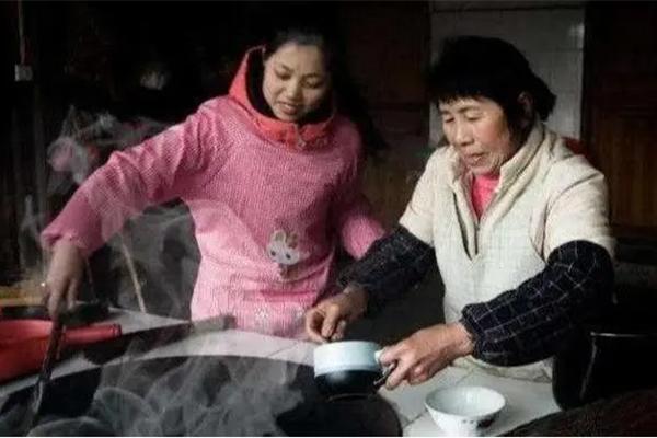 Mẹ chồng muốn ăn khoai lang và câu chuyện phía sau khiến nàng dâu khóc