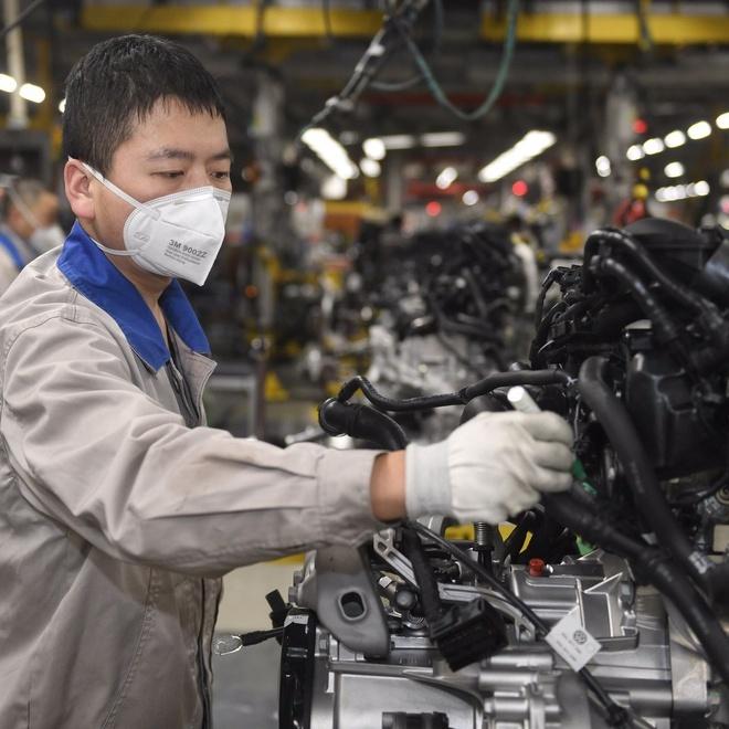 Người lao động Trung Quốc bị cắt giảm lương