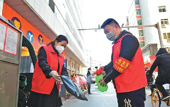 'Ngày tình nguyện', hàng triệu người Trung Quốc chung tay chống dịch Covid-19