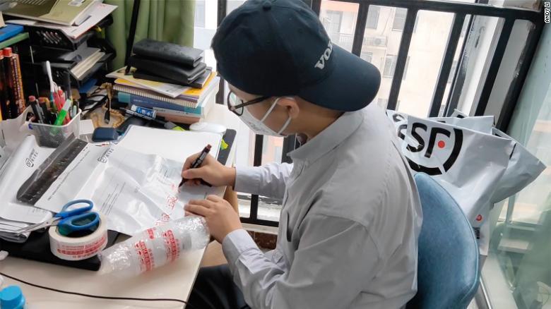 'Phao cứu sinh' của bệnh nhân HIV ở Vũ Hán thời dịch Covid-19