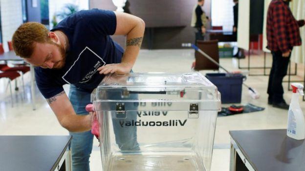 Coronavirus: Austria bans most gatherings as restrictions tighten