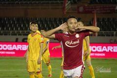 Xuân Nam lu mờ Công Phượng, TPHCM thắng ở phút 95