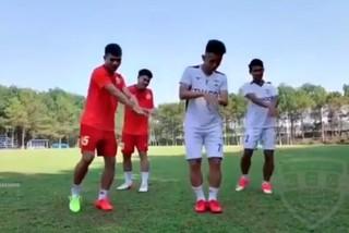 """Hồng Duy và đồng đội nhảy """"Ghen Cô Vy"""" cực chất"""