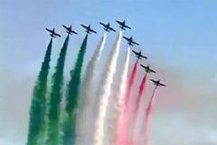 Màn trình diễn đặc biệt của Không quân Italia khích lệ dân chống Covid-19