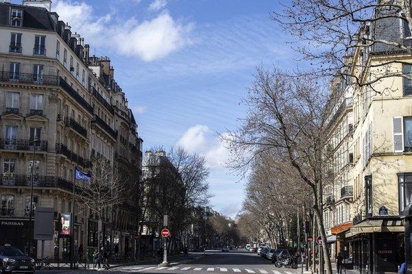 Hình ảnh nhà hàng, quán xá tại Paris vắng tanh vì dịch Covid-19